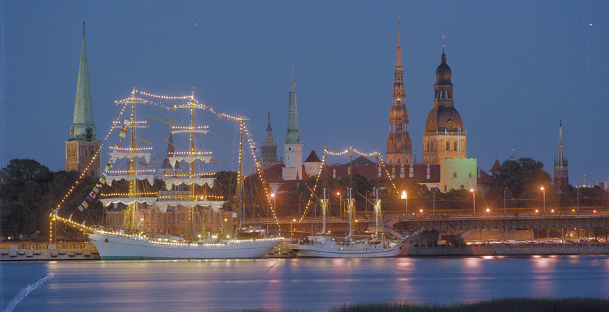 Riga_harbour_at_night_copyright_IR_Ainars_Meiers