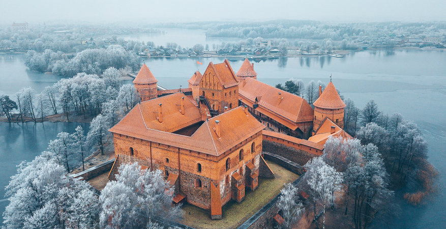 Lithuania-castle-winter-landscape-Trakai-Island-Castle-1279837